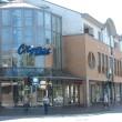 Wohn- und Geschäftshaus mit Treppenhaus-Glasfassade