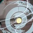 Ausschnitt: Tiefsandstrahltechnik dreidimensional mit Blattgoldeinlagen